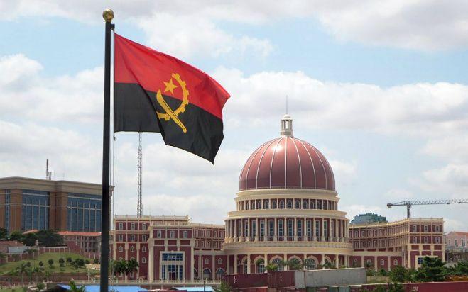 Corrupção em larga escala dificulta investimento em Angola - Fitch
