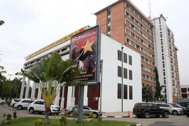 """MPLA parou para pensar e fez bem """"homenagear uma das suas vítimas"""""""