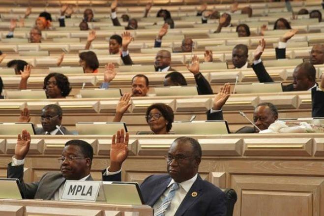 MPLA aprova sozinho tomada de posse de novo presidente da CNE