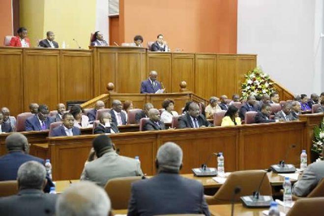 Parlamento ausculta sociedade angolana sobre revisão da Constituição, mas processo é criticado