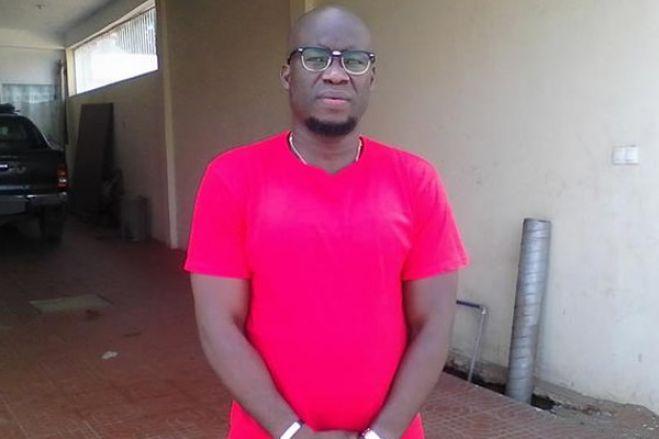 """Jornalista acusado de """"ultraje"""" contra PR angolano queixa-se de """"intimidação"""""""