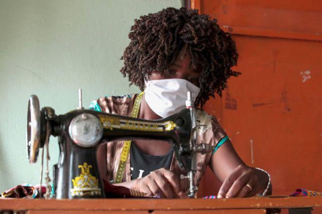 Covid-19: Industriais de bebidas de Angola criam linha de produção de máscaras