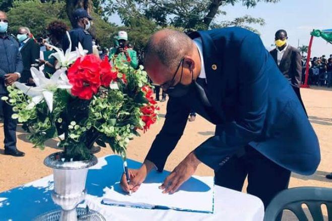 Presidente da UNITA rende homenagem aos militantes falecidos de acidente em Benguela