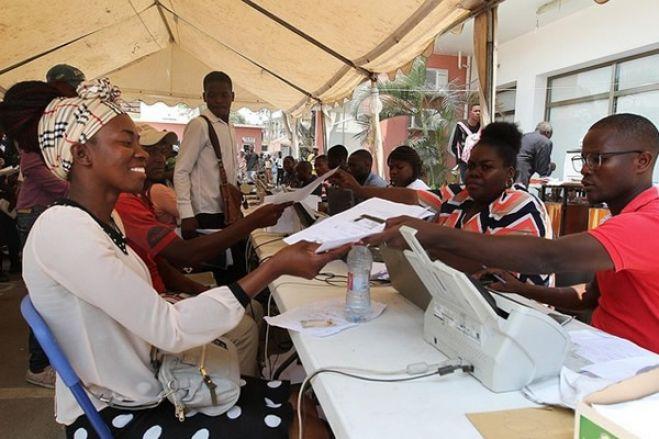Admissões na função pública em Angola congeladas em 2021