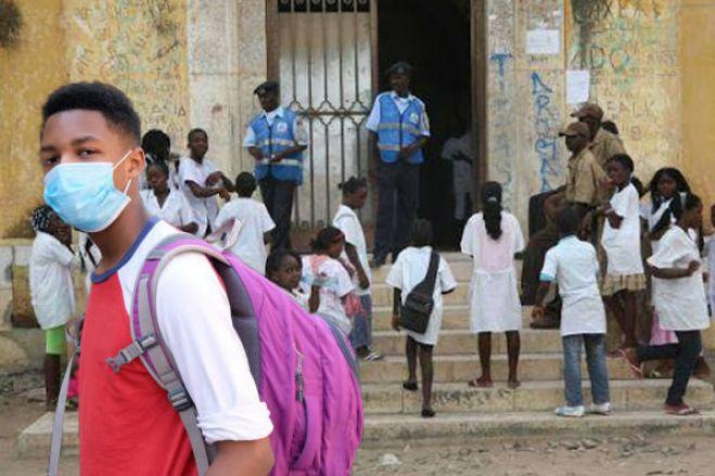 Governo suspende propinas em todas as instituições de ensino