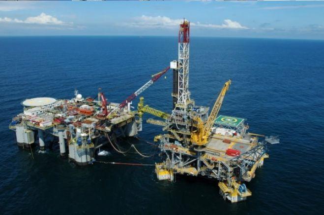 Produção de petróleo em Angola vai cair 6% até 2025 - Consultora Fitch