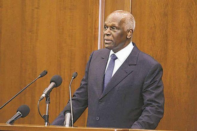 "JES, o ""hábil gestor de silêncios"", está de volta a Angola e calado"