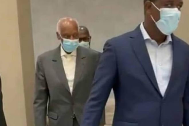 Eduardo dos Santos já se encontra em Angola desde a manhã desta terça-feira