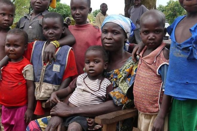 """No Zimbabwe, há 2,5 milhões de pessoas à beira de """"morrer de fome"""""""