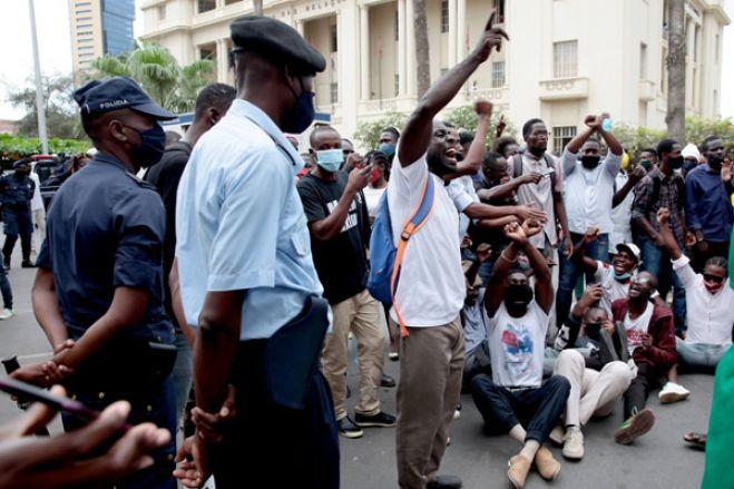 Polícia Nacional proíbe presença de manifestantes nas proximidades do tribunal