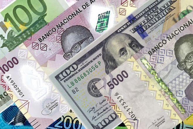 Preço do dólar e Euro nas ruas de Luanda estável há dois meses