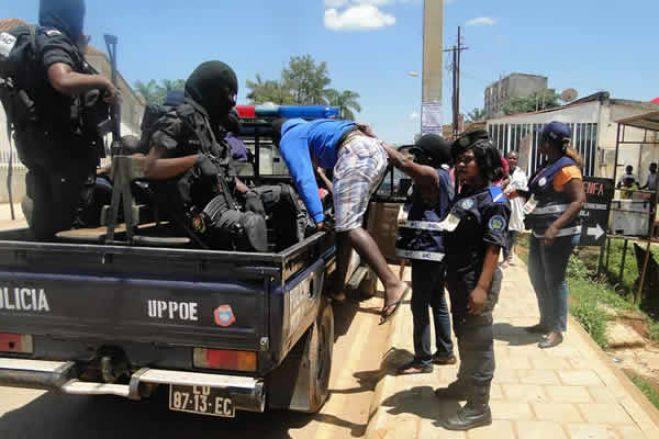 """Detidos seis pastores e três moto-taxistas em Angola por """"desobediência"""" - polícia"""