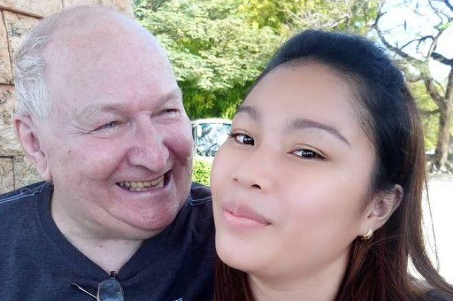 """Jovem de 23 anos sobre casamento a distância com homem de 71: """"Somos felizes"""""""