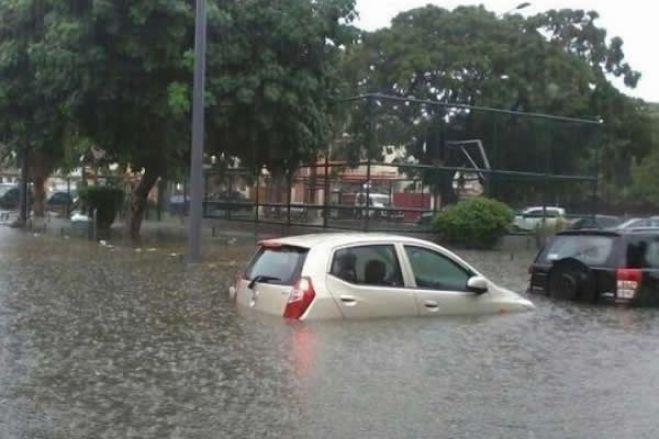 Chuva em Luanda deixa sete mortos, as ruas intransitáveis e queda de duas pontes