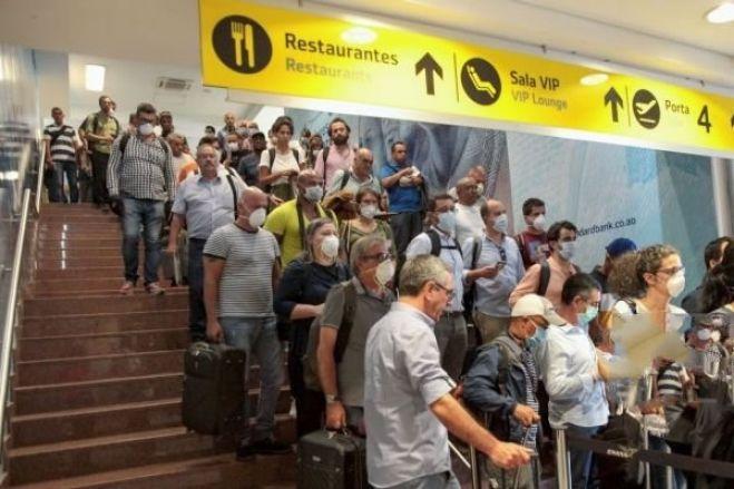 Covid-19: Portugueses despedem-se desanimados de Angola em estado de emergência