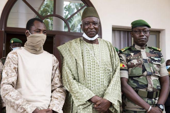 Presidente e primeiro-ministro do Mali detidos por militares
