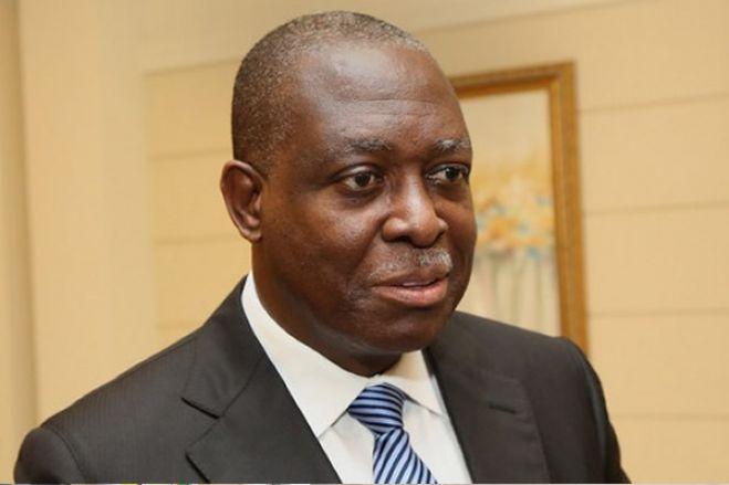 Manuel Vicente está no Dubai à espera de decisão da Procuradoria de Angola