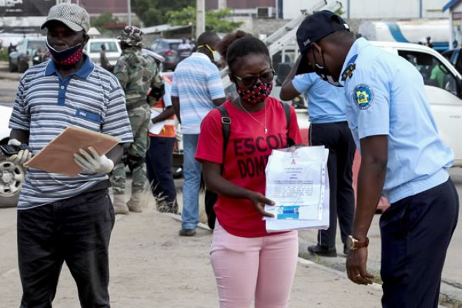 Oposição angolana quer levantamento da cerca sanitária a Luanda