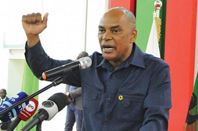 Líder da UNITA acusa PR de querer comprar activistas com casas e bolsas de estudo