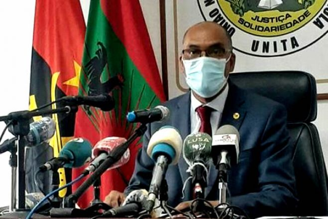 """Líder da UNITA diz que corrupção em Angola tem """"sede e alicerces sólidos no MPLA"""""""