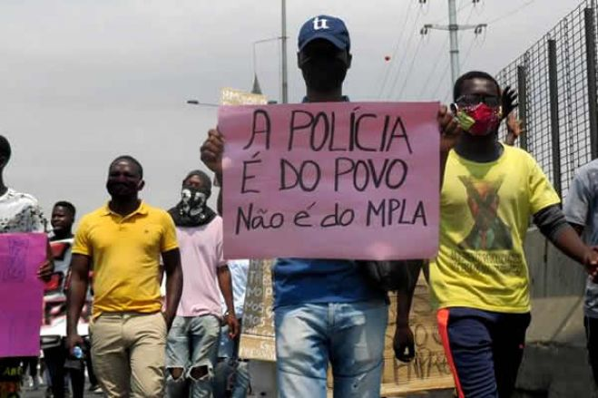 """""""Práticas de partido único"""" mantêm Angola no grupo de não livres"""