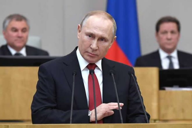"""Putin avisa Ocidente que provocações à Rússia terão resposta """"rápida e dura"""""""