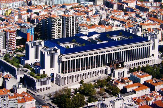 Bancos portugueses atentos à desvalorização do petróleo e do kwanza em Angola