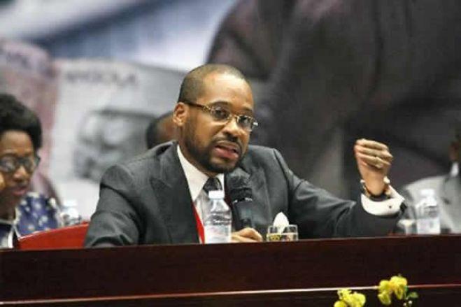 """Ministro pede aos angolanos em Portugal para não mostrarem """"o lado mau"""" do País sob pena de afugentar os investidores"""