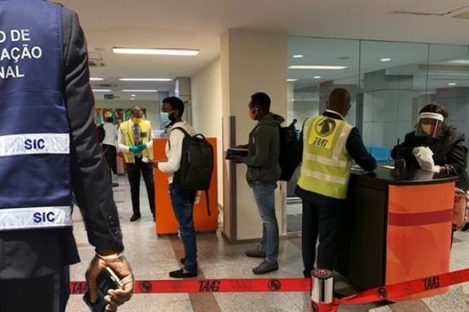 Duas cidadãs detidas no Aeroporto de Luanda por falsificação de passaportes e comprovativos de Covid-19
