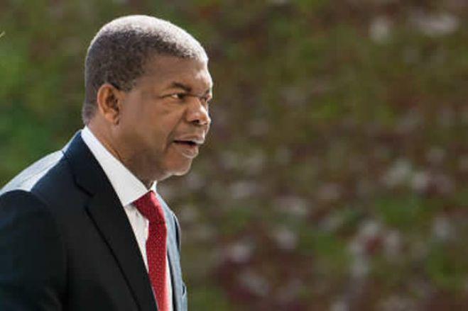 Os costureiros da nova autocracia em Angola