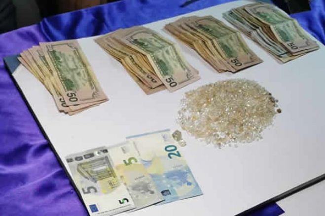 Cidadão francês detido com mais de 4.000 diamantes na Lunda-Norte