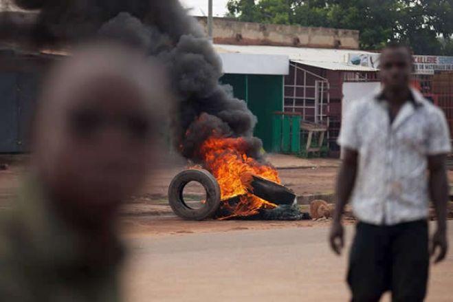 Dois supostos marginais morrem queimados pela população no Huambo