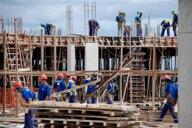 Trabalhadores estrangeiros obrigados a abrir conta em Angola para receber salários