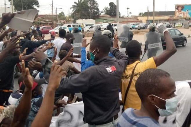 Jornalistas agredidos por polícias em Luanda foram obrigados a apagar imagens