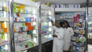 Governo está a trabalhar para regulamentar preço de medicamentos