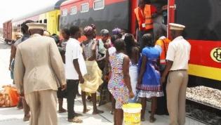 Vandalização e lixo ameaçam parar circulação de comboios em Luanda