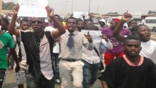 Dezenas de angolanos marcharam contra a banalização da criminalidade no país