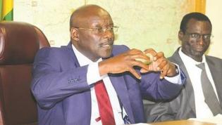 Ministro da saúde do Zimbabué diz que camisinhas feitas na China são pequenas
