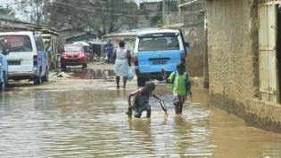 Fortes chuvas em Luanda causam dois mortos e centenas de inundações
