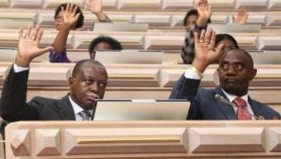 Parlamento aprovou propostas sobre repatriamento de capitais