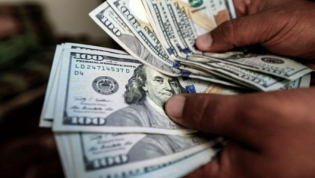 Preço para comprar euros e dólares nas ruas de Luanda em queda