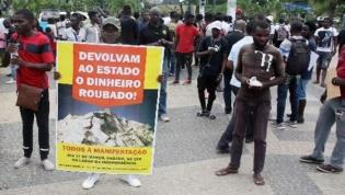 """Angolanos protestam em Luanda contra """"amnistia"""" aos desvios de dinheiros públicos"""