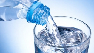 Bom Jesus destrói lote de água mineral imprópria para o consumo