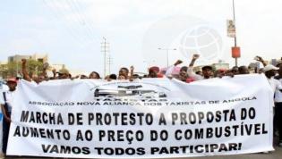 Taxistas em Luanda na rua contra subida dos preços do combustível