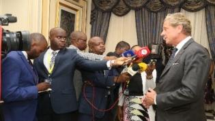 Investidores britânicos prometem apoio à diversificação da economia angolana