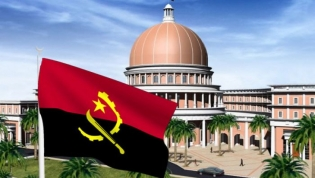 Bandeira e hino de Angola dividem parlamento angolano
