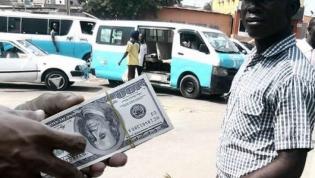 Comprar euros nas ruas de Luanda já é 'apenas' 40% mais caro que no banco
