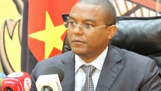 Governador do BNA antevê encerramento de alguns bancos angolanos até ao final do ano