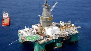Petróleo já rendeu ao Estado angolano em cinco meses tanto como no ano de 2016
