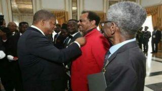 Monstro imortal, Mfulupinga Victor, Jaka Jamba, Bonga condecorados pelo PR